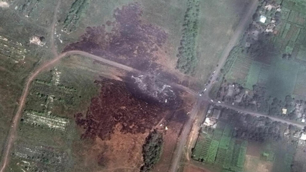 VRAK: Her er et satelittbilde av flystyrten. Foto: Reuters/DigitalGlobe/NTB Scanpix