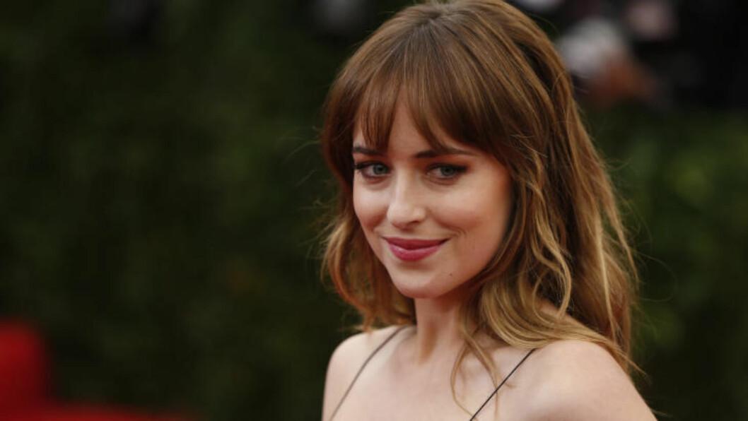 <strong>- IKKE ROMANTISK:</strong> Dakota Johnson (24) spiller Anastasia Steele i «Fifty Shades of Grey». Nå snakker hun ut om sex-scenene i filmen. Foto: NTB Scanpix