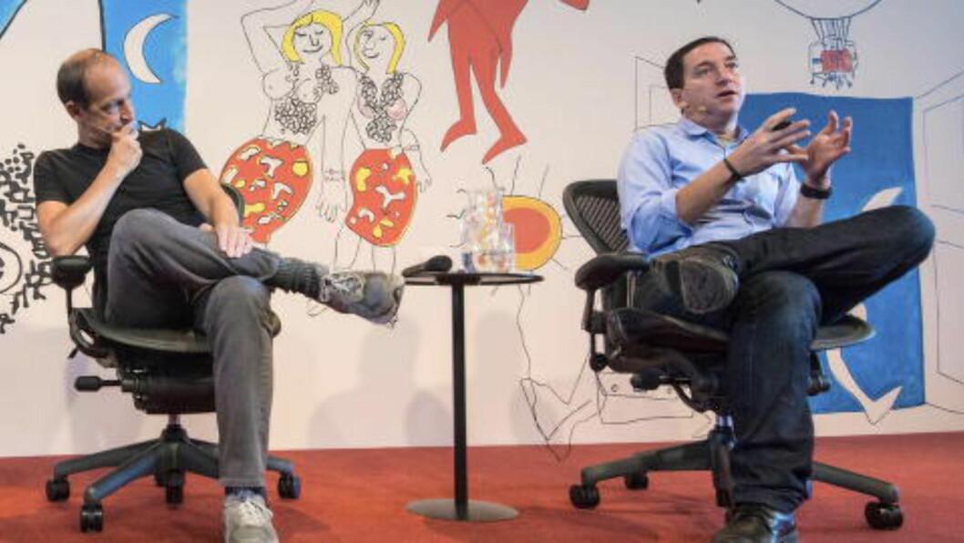 <strong>KRITISKE:</strong> Journalisten Glenn Greenwald (t.h.) og filmskaperen Charles Ferguson. Foto:FLIP