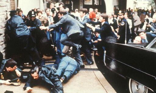 image: Han «tok ei kule» for Reagan, og ble et ikon for strengere våpenkontroll