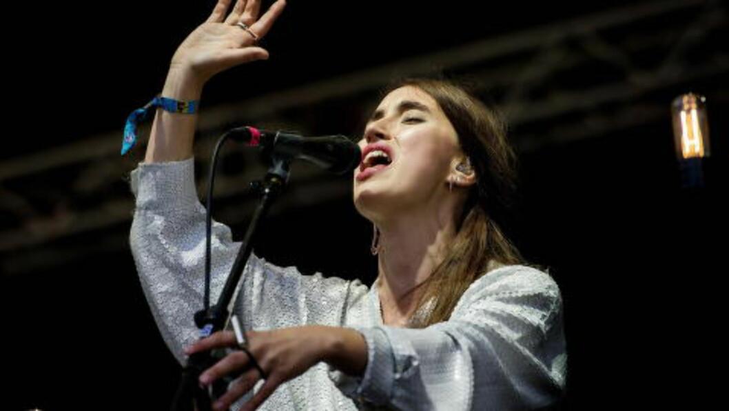 <strong>MAGISK STEMME:</strong>  Hun får ros for stemmen som spenner mellom det skjøre og dramatiske. Her fra konserten på Hovefestivalen i juli. Foto: John T. Pedersen / Dagbladet