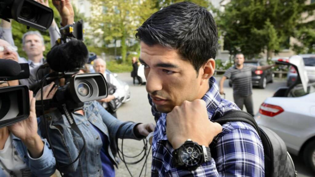 ANKER: Luis Suarez håper på kraftig reduksjon i straffen når han forklarer seg i Lausanne i dag. Foto: EPA/LAURENT GILLIERON / NTB SCANPIX
