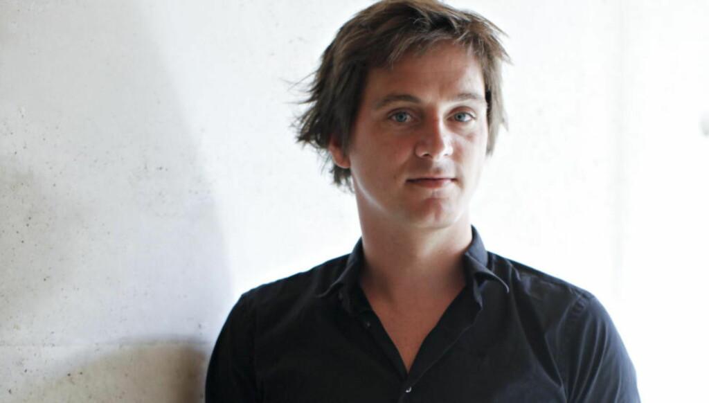 POLITISK ENGASJEMENT: Simon Strangers bemerkelsesverdige forfatterskap er gjennomsyret et brennende ønske om å vise oss urettferdigheten i verden. Foto: NTB SCANPIX