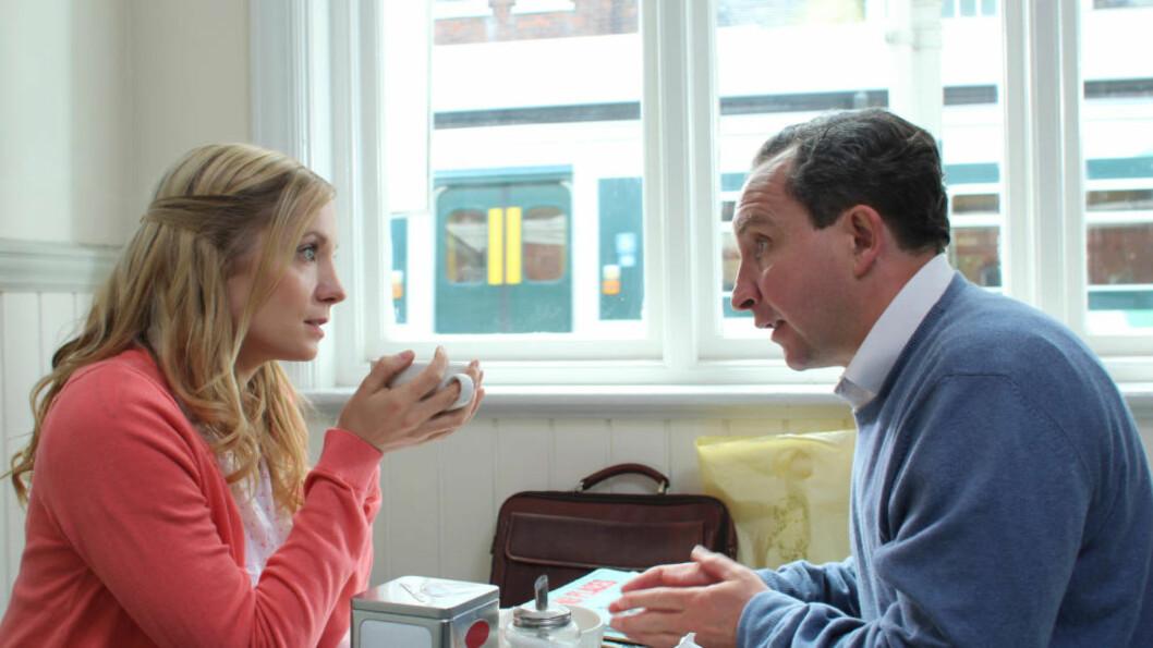 VÅKNER TIL LIV: Joanne Froggatt og Eddie Marsan spiller hovedrollene i «Still Life».