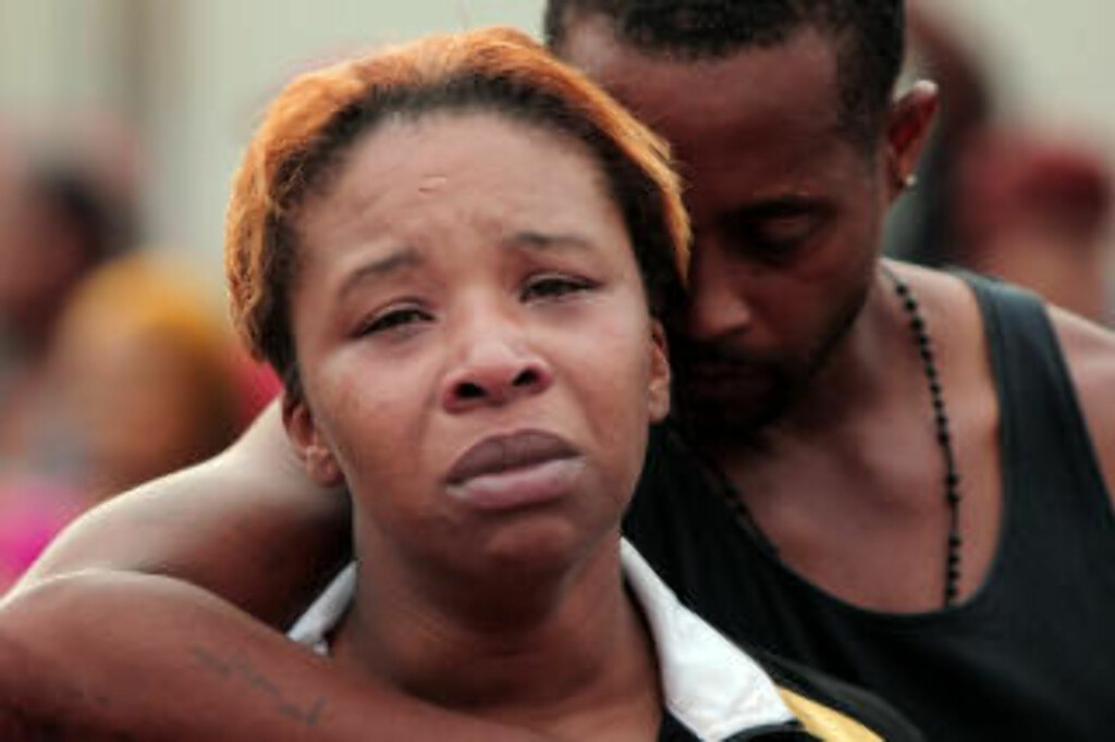 MOR:  Lesley McSpadden, mor til den drepte 18-åringen Michael Brown, sammen med ektemann og stefar Louis Head. Foto: Huy Mach, St. Louis Post-Dispatch/AP/NTB Scanpix.