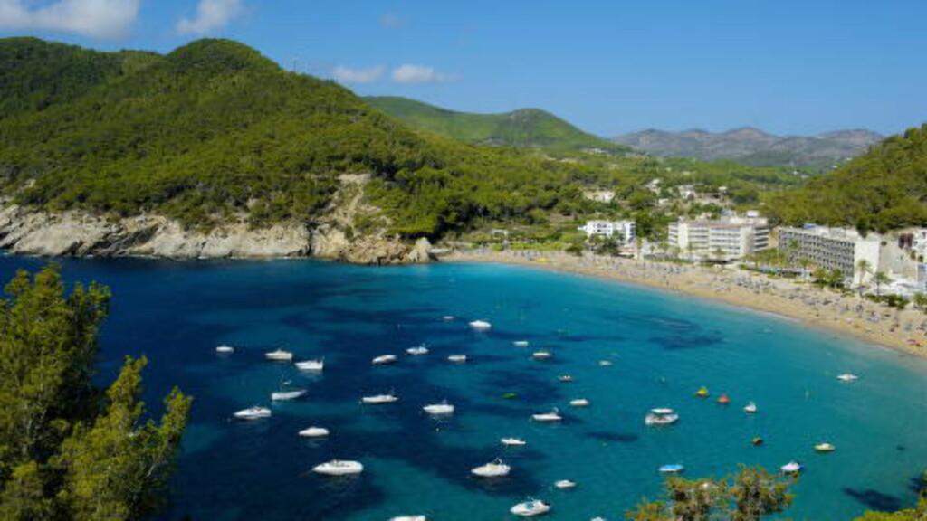 NORDØST: Knallblått hav på feriestedet Cala de Sant Vicent. Foto: JOHN TERJE PEDERSEN