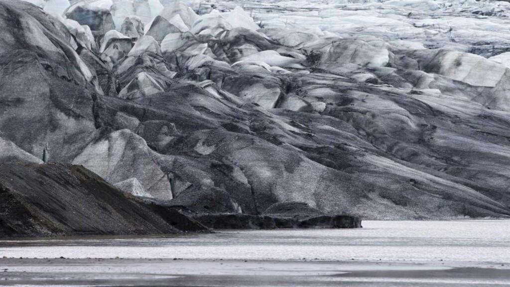 GIGANT-ISBRE: Bardarbunga-vulkanen på Island ligger under den gigantisk isbreen Vatnajökull, som er en av Europas største med et areal på 8400 km2. Foto: AFP PHOTO / JOEL SAGET