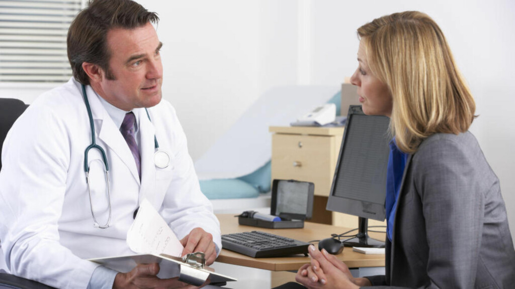 BEDRE MED INFORMASJON:  - Pasientene blir mye bedre bare av informasjon om sammenhengen mellom bruk av for mye smertestillende og hodepine, sier Espen Saxhaug Kristoffersen. Han er lege ved nevrologisk avdeling Ahus. Foto: COLOURBOX
