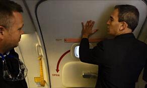 image: Derfor kan man ikke åpne flydørene i lufta