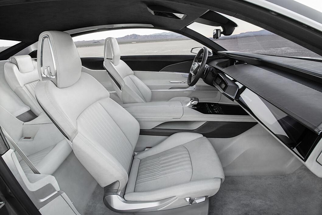 <strong><b>S-KLASSE:</strong></b> Dette interiøret bærer noe preg av konseptbil, men viser at Audi nærmer seg noe som kan konkurrere med det ypperste. Foto: AUDI