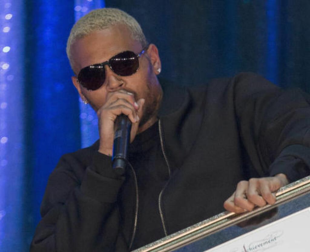 DØMT: Chris Brown ble dømt i 2009 for å ha banket opp sin daværende kjæresten, artisten Rihanna. Her er han på 2014 BMI R&B/Hip-Hop Awards i Hollywood, der han mottok en pris i går. Foto: REUTERS/Mario Anzuoni.
