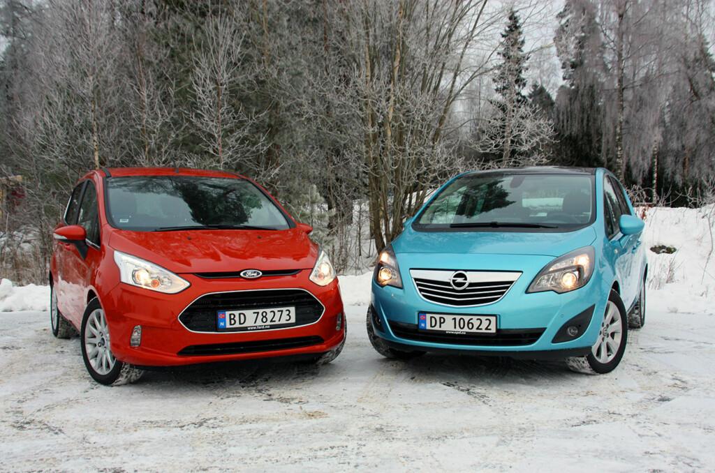 <b>SMARTE TAPERE:</b> Dessverre for Ford og Opel er ingen av disse to krabatene noen suksesser på det norske markedet og begge de to fordums storhetene i det norske markedet befinner seg på taper-siden av årets salgsstatistikk. (Til venstre: Ford B-Max, med én eneste, stor døråpning på hver side. Til høyre: Opel Meriva, med sidedører som åpnes i mootsatt retning). Foto: KNUT MOBERG