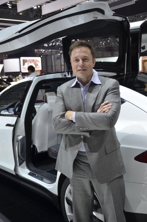 PRATSOM: Elon Musk har enekontroll på å lekke informasjon om Tesla. Det gjør han ofte gjennom sin Twitter-konto.  Foto: STEIN INGE STØLEN