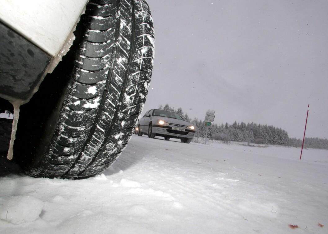 <strong><B>ORDENTLIGE SKO:</strong> </B>Gode dekk er første bud på vinterføre. Foto: COLOURBOX.COM