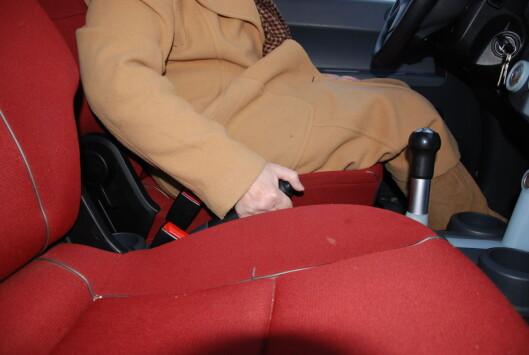 <strong><B>BREKKET MÅ IKKE LIGGE BRAKK:</strong> </B>Bruk håndbrekket hver gang du parkerer for å hindre at det setter seg fast i kulda. Foto: CATO STEINSVÅG