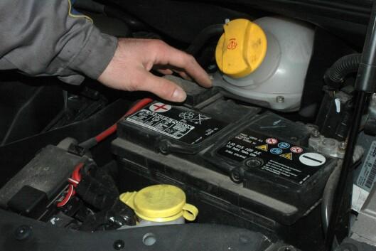 <strong><B>SIKRE SPENNINGEN:</strong></B> Har du et batteri som er 3-4 år eller mer, bør du ta en vedlikeholdslading. Foto: COLOURBOX.COM