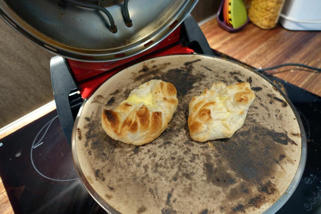 ENKELT: Kjekt å lage wienerbrød i pizzaovnen når du bare skal ha noen får, som kanskje to eller fire til ettermiddagskaffen. Foto: KRISTIN SØRDAL