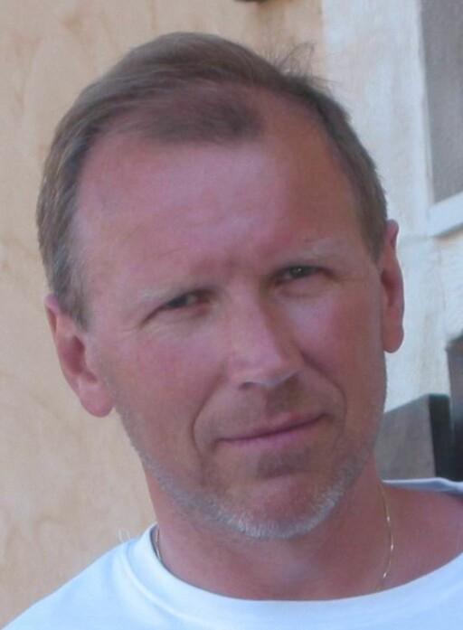 ADVARER: Statoils senior produktspesialist, additivansvarlig og sivilingeniør Knut Skårdalsmo advarer mot å bruke feil drivstoff til feil tid. Foto: STATOIL
