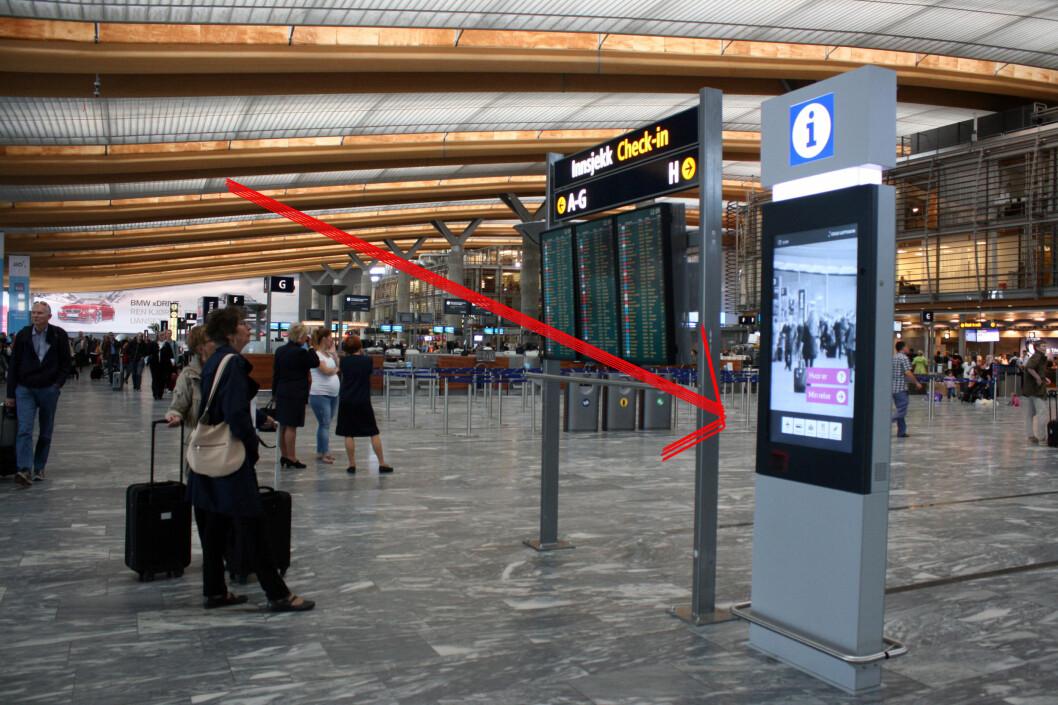 <strong><b>SJEKK AVSTAND OG VENTETIDER:</strong></b> Dersom du skanner boardingkortet ditt her, kan du få estimert tid til gaten, inkludert ventetid i sikkerhets- og passkontroll. Foto: KRISTIN SØRDAL