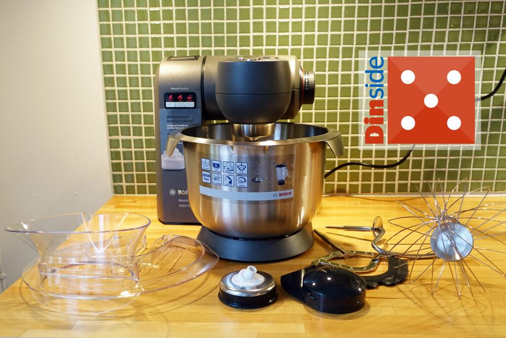 <b>SMART OG NETT:</b> Den ruver lite på kjøkkenbenken, og kommer med standard ekstrautstyr: Sprutlokk og tre visper, i tillegg til pakning for feste av deigkrok. Foto: ELISABETH DALSEG