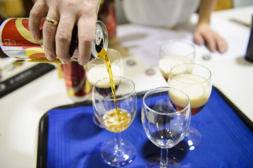 BLINDTEST: Smakspanelet har ikke visst hvilket øl de har smakt på under juleøltestene. Foto: JOHN TERJE PEDERSEN/DAGBLADET