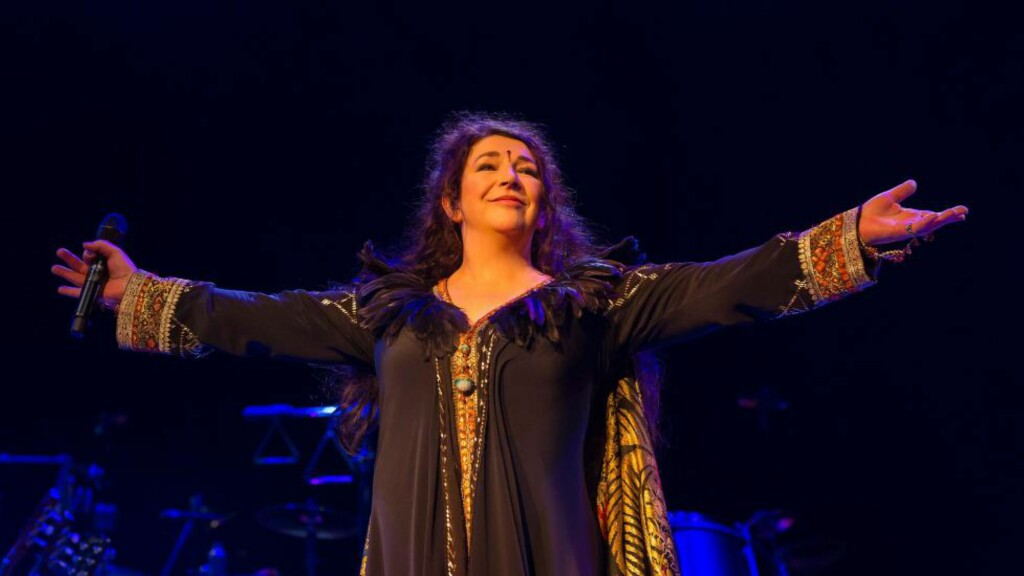 PÅ SCENEN IGJEN: Kate Bush holdt konsert for første gang på 35 år i kveld, på Hammersmith Apollo i London. Foto: REX / Ken McKay / All Over Press