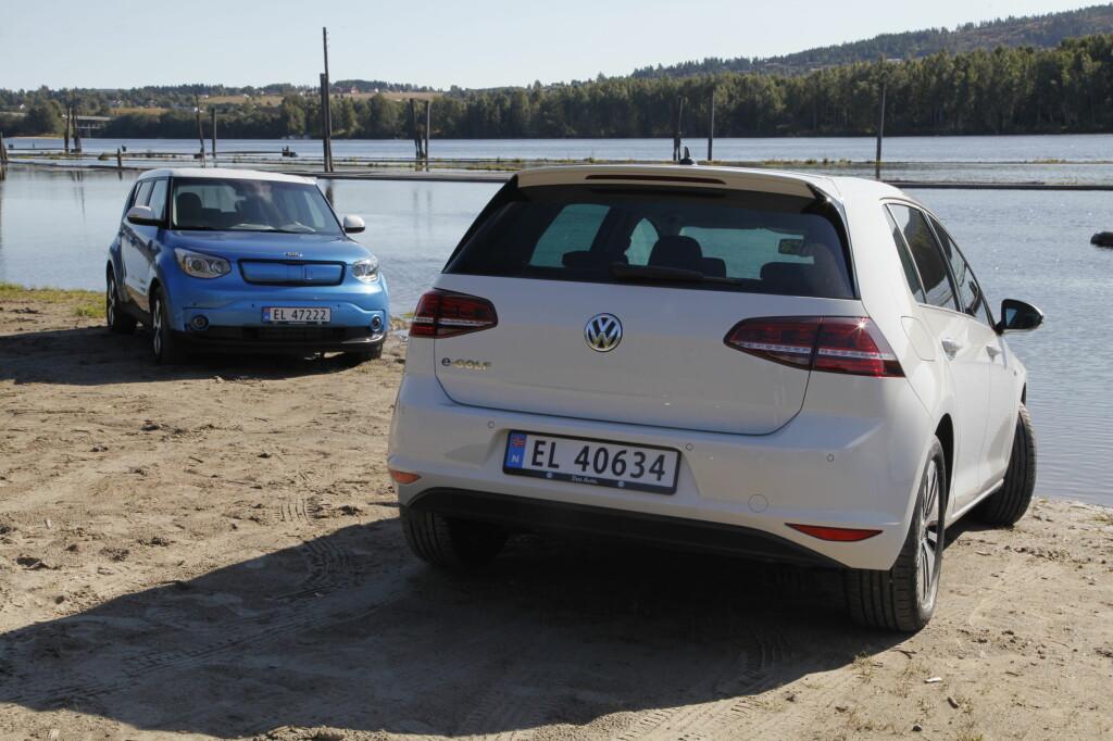 BLIR ET KJENT SYN: VW-importøren har som mål å selge 8000 e-Golf i 2015. Kia tror de skal selge 1000 eksemplarer av Soul Electric. Foto: Espen Stensrud / Autofil