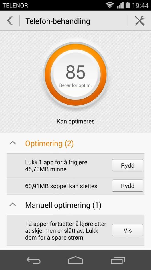 <strong><b>KJEKK APP:</strong></b> Telefonbehandling-appen skal sørge for at mobilen fungerer så bra som mulig, ved å blant annet slette overflødige filer. Foto: KIRSTI ØSTVANG