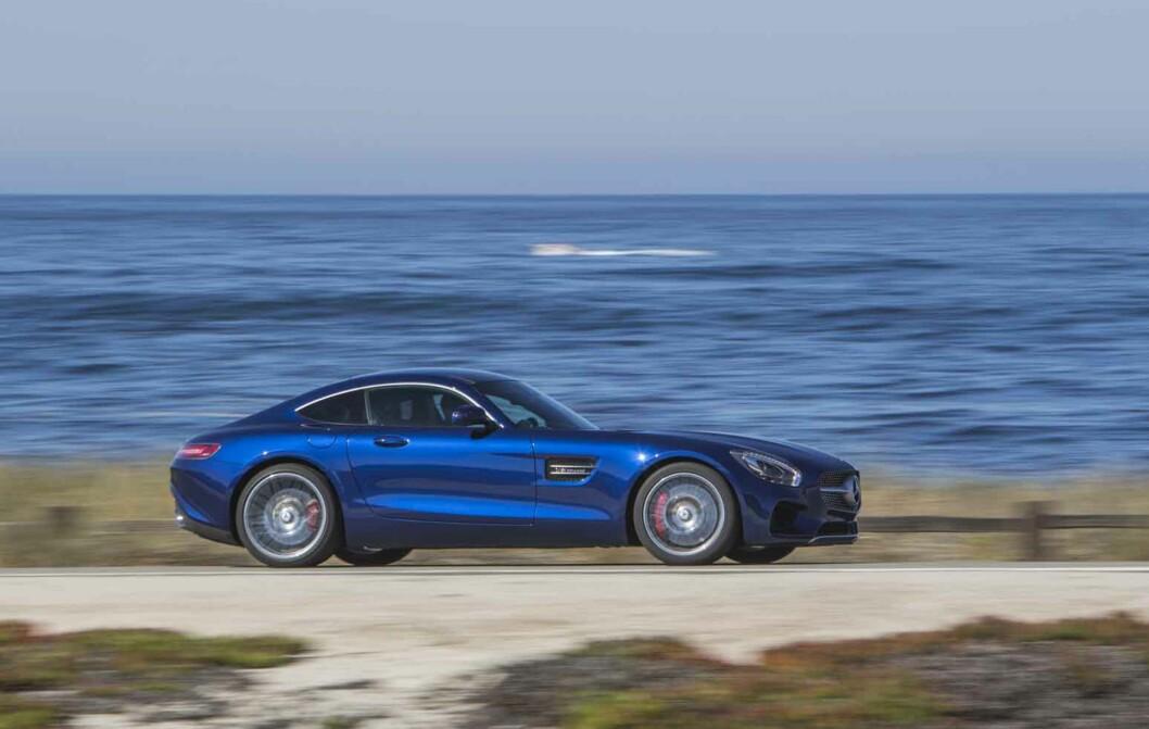 <strong><b>PÅ EN BEDRE DAG:</strong></b> Vi er av de som synes Mercedes-AMG har lykkes godt med formgivningen på sin GT/GT S.  Foto: DAIMLER