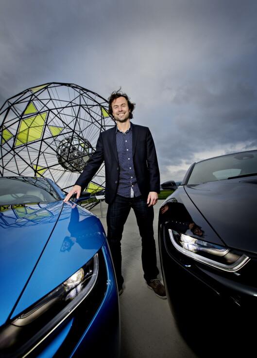 <strong><b>VELDIG FORNØYD:</strong></b>Markedsdirektøri BMW Norge, Christian Gottschalk, er stolt over at BMW i8 ble stemt frem som lesernes favoritt i Årets Bil 20015. Han mener at i8 representerer fremtiden og at det er en viktig bil.  Foto: Anita Arntzen / Dagbladet
