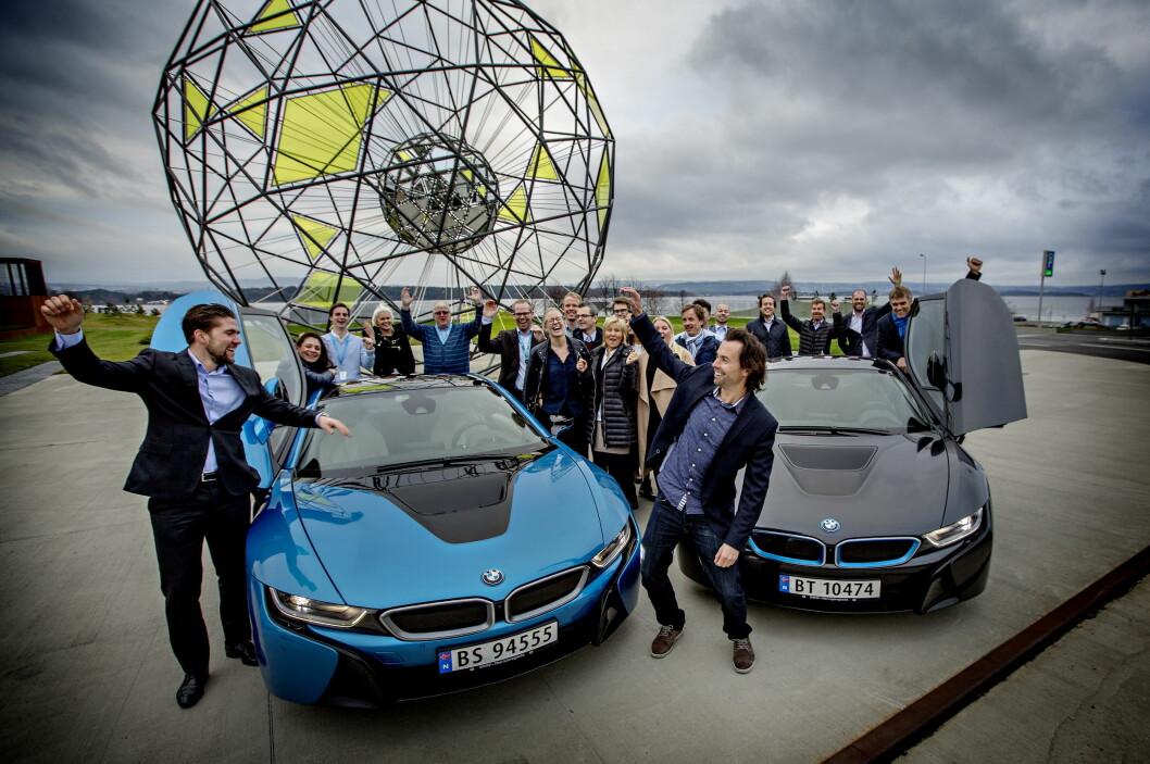 <strong><b>Folkets favorittbil 2015:</strong></b> Vinneren er kåret av Dagbladets lesere: BMW i8. Vi treffer markedsdirektør Christian Gottschalk og en gjeng jublende BMW-ansatte.  Foto: ANITA ARNTZEN / DAGBLADET