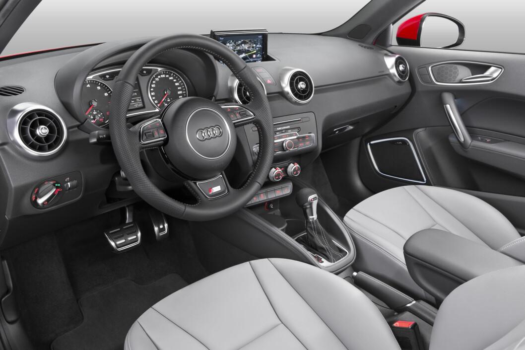 <strong><b>KLASSISK AUDI:</strong></b> Her har man valgt ikke å endre stort, og det er selvsagt fordi førermiljøet hos Audi er bortimot upåklagelig. Foto: AUDI