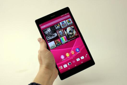 <strong><strong>LITEN OG LETT:</strong></strong> Xperia Z3 Tablet Compact veier bare 270 gram, men byr allikevel på god batteritid og er dessuten vanntett. Foto: PÅL JOAKIM OLSEN