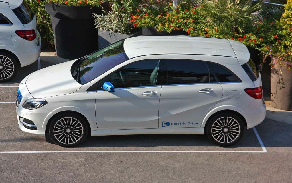 SOM DE ANDRE: B-klasse Electric Drive skiller seg lite fra de andre versjonene av B-klasse. Den blå dekoren på dette eksemplaret er tilvalg. Foto: KNUT MOBERG