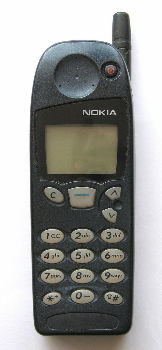 <strong><b>NOKIA 5510:</strong></b> En av de mest populære mobilene på 1990-tallet, og blant de første som kom med spillet snake. Lansert i 1998. Foto: SOLTYS0/CC BY-SA 2.5