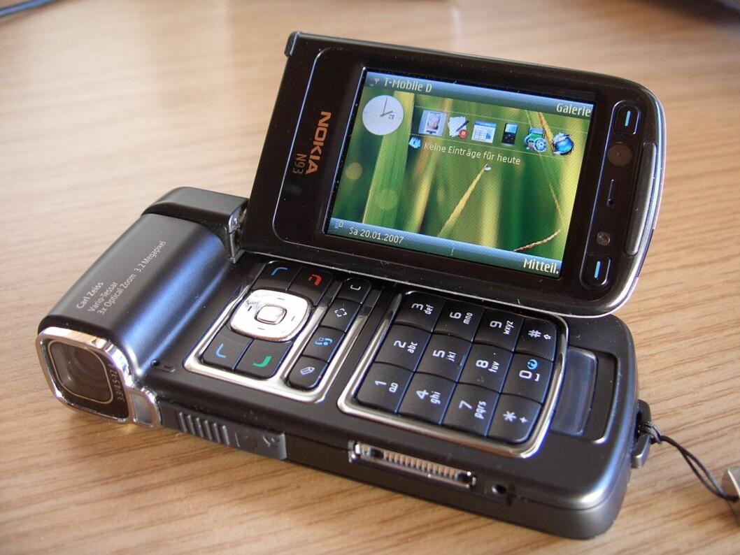 <strong><b>VIDEOKAMERA MED MOBIL:</strong></b> N93 var en oppsiktsvekkende telefon i sin tid. Foto: affemitwaffe/CC BY-SA 3.0
