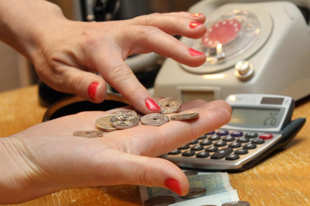 <b>TELLE PÅ KNAPPENE?</b> Opplever du at pengene ikke strekker til, og frykter uforutsette utgifter? Det finnes råd. Foto: OLE PETTER BAUGERØD STOKKE