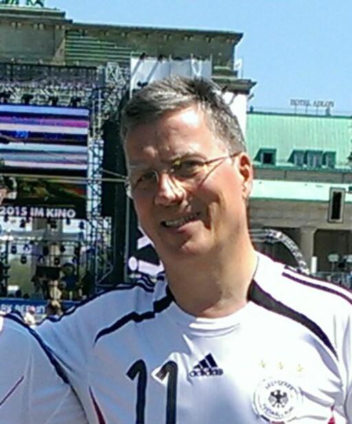 KRITISK: Knut Klose hadde bestilt billettene til reisefølget på fem, og har stått for klagesaken mot Airberlin. Han sier selskapet gir blaffen i kundene sine. Foto: PRIVAT