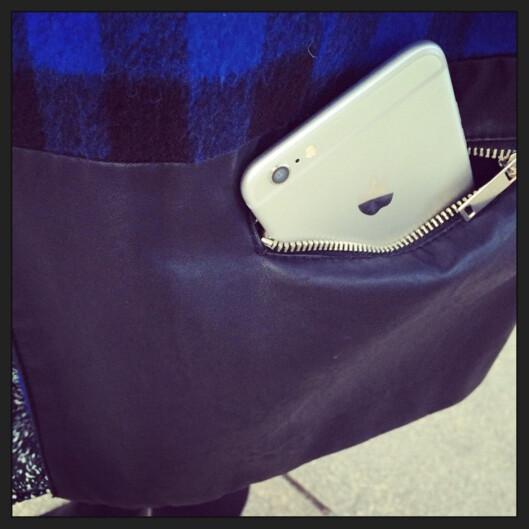 <b>FÅR DU PLASS?</b> Apples nye giganttelefon gir noen nye utfordringer med tanke på oppbevaring. Foto: KIRSTI ØSTVANG