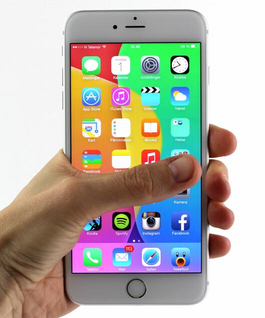<strong><b>TOMMEL OPP:</strong></b> iPhone 6 Plus er den heftigste Apple-mobilen nå, men størrelsen er ikke for alle. Foto: KIRSTI ØSTVANG