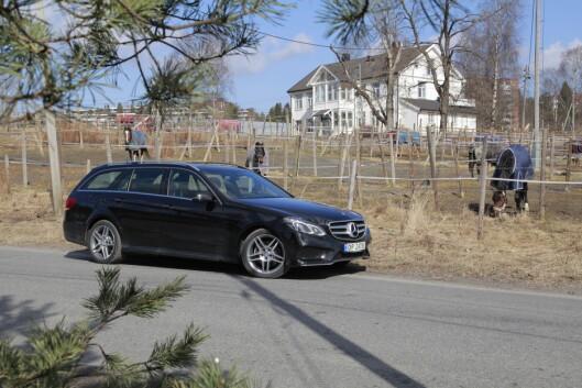 <strong><b>MYE HESTER FOR MINDRE SPENN:</strong></b> Mercedes E 250 BlueTec 4Matic går 80.000 kroner ned i pris. Foto: ESPEN STENSRUD