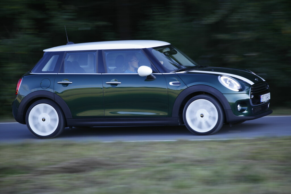 STRUKKET: Mini Hatch med to dører har vokst. Med 5-dørsversjonen er den ytterligere 16 cm lenger.  Foto: RUNE M. NESHEIM