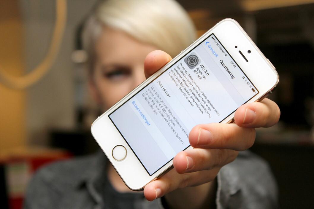 <strong><b>PLASSKREVENDE:</strong></b> Du kan oppdatere til iOS 8 direkte på din iPhone eller iPad, men det er ikke sikkert du har nok ledig plass. Foto: OLE PETTER BAUGERØD STOKKE