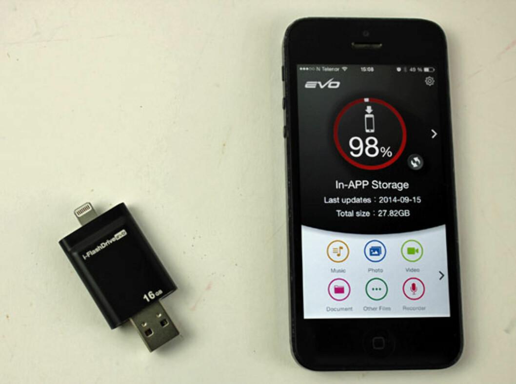 <strong><b>i-FlashDrive:</strong></b> Oversikt over ledig plass på iPhonen, som dere ser er jeg snart tom for plass. Foto: ØYVIND PAULSEN
