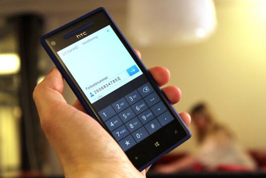 <strong><b>PÅ MOBIL:</strong></b> BANKID 2.0 skal fungere uansett operativsystem på mobilen. Foto: OLE PETTER BAUGERØD STOKKE