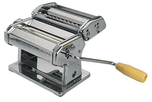 FREM FRA GLEMSELEN: Gi pastamaskinen nytt liv som tortillaruller. Denne er fra Clas Ohlson til 599 kroner. Foto: CLAS OHLSON