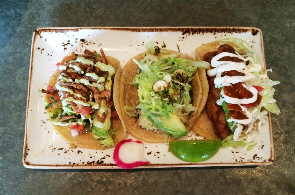 "<b>MAISTORTILLA:</b> Vi synes taco er best i myke maislefser. Her tre fisk- og sjømatstacovarianter fra <a target=""_blank"" href=""http://www.eatpuesto.com/"">Puesto</a> i La Jolla, California. Foto: ELISABETH DALSEG"