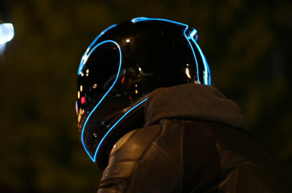 <B>TØFT:</B> Bli synligere i trafikken med LightMode, samtidig som du vil føle deg veldig kul.  Foto: LIGHTMODELHELMETS.COM
