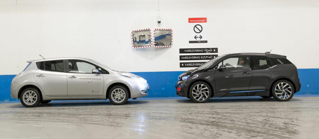 """<b>LEAF FØRST:</b> En ting er at det blant elbilene selges flere Nissan Leaf (til venstre på bildet), enn den noe mer spesielle BMW i3 (til høyre), men også på OFVs statistikk over bruktimporterte biler har elbilen fra Nissan skjøvet den """"evige eneren"""", BMW 5-serie ned fra topplasseringen. Foto: JAMIESON POTHECARY"""