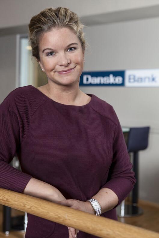<strong><B>RASKERE UTEN:</strong> </B>Kommunikasjonsrådgiver Silje Arntsberg i Danske Bank mener nettbank gjør at vi ikke lenger trenger å ta ut penger for å betale hverandre. Foto: DANSKE BANK